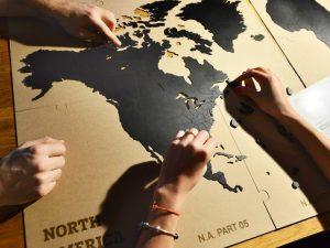 Puslespill av tre til veggen – verdenskart Image